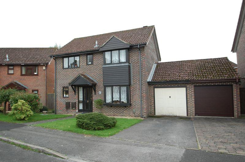 3 Bedrooms Detached House for sale in Bepton Down, Petersfield, Hampshire