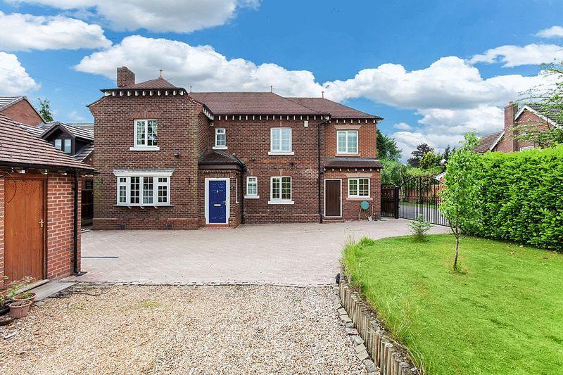 5 Bedrooms Detached House for sale in 58 Biddulph Road, Congleton