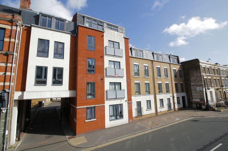 1 Bedroom Apartment Flat for sale in High Street, Rochester