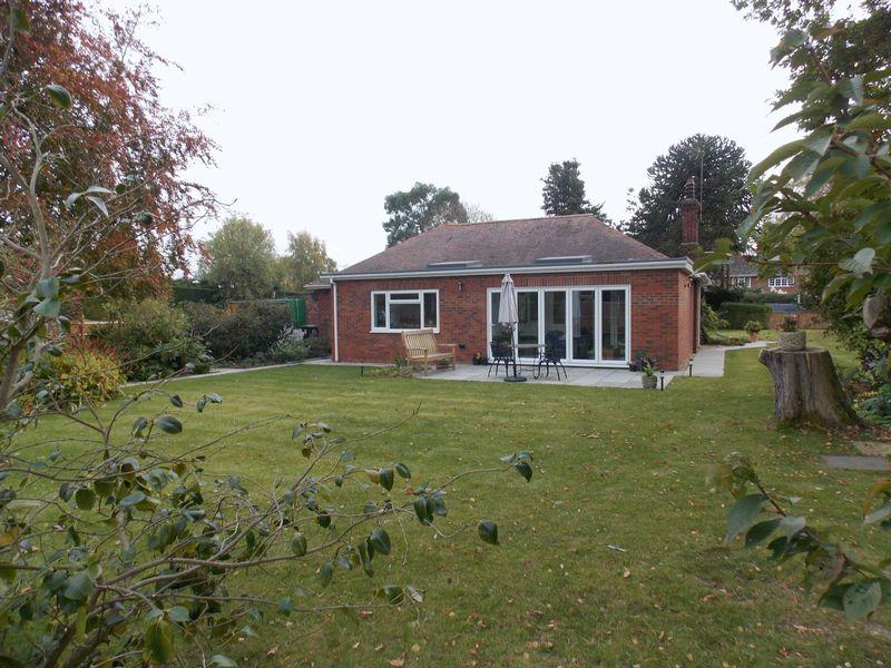 3 Bedrooms Bungalow for sale in Long Thurlow