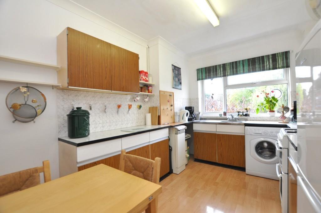 2 Bedrooms Apartment Flat for sale in Aldersbrook Road, Aldersbrook