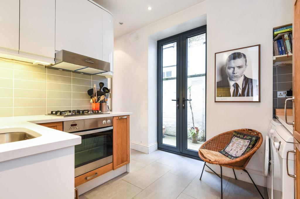 2 Bedrooms Ground Flat for sale in Penton Place, SE17