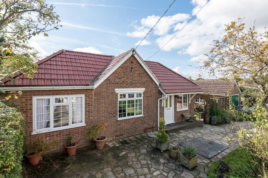 3 Bedrooms Detached Bungalow for sale in Bowers Gifford, Essex