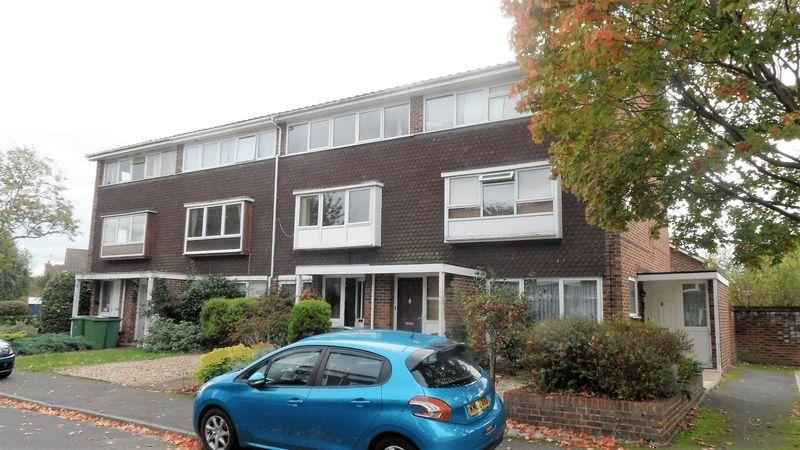 2 Bedrooms Apartment Flat for sale in Carlyle Close, West Molesey