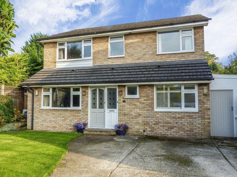 4 Bedrooms Detached House for sale in Wooburn Green