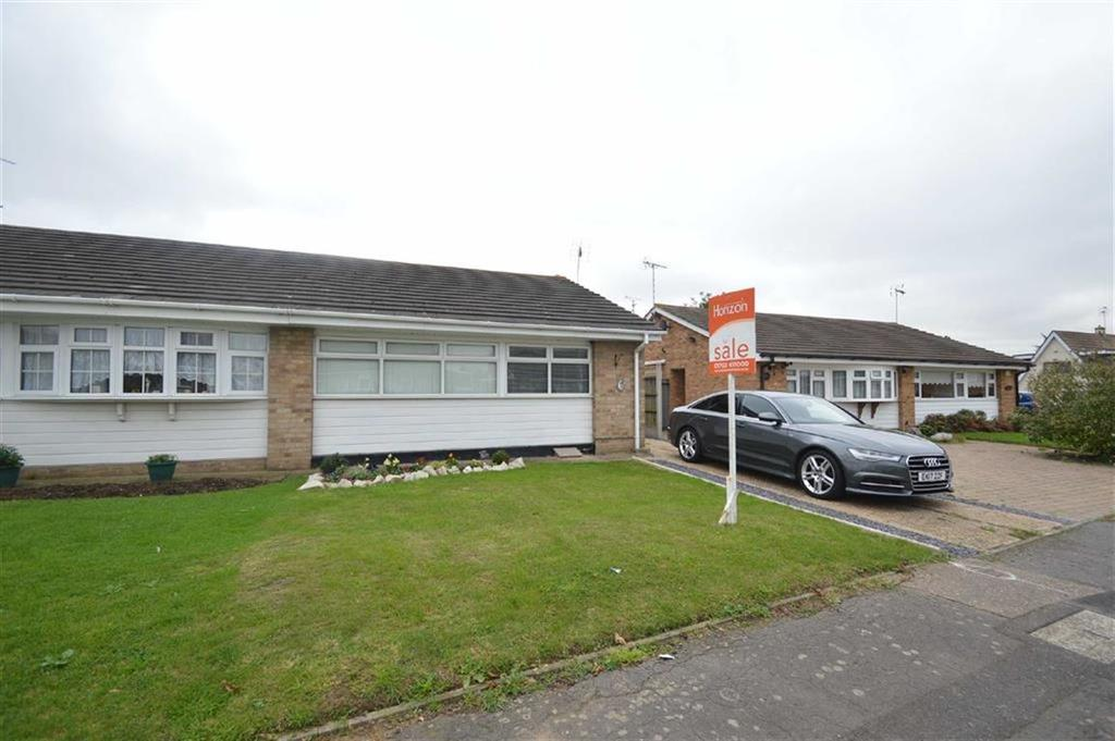 2 Bedrooms Semi Detached Bungalow for sale in Cambridge Gardens, Rochford, Essex