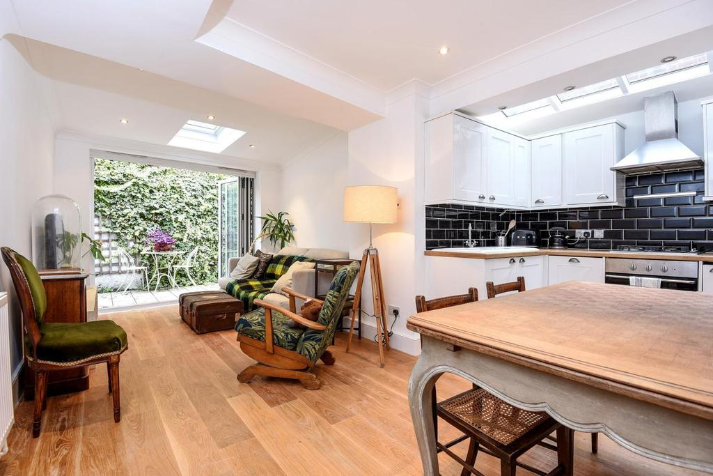 2 Bedrooms Flat for sale in St. John's Hill Grove, Battersea