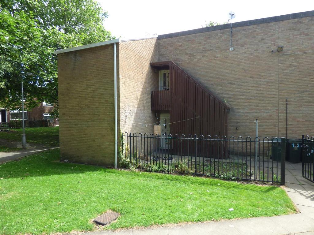 2 Bedrooms Flat for sale in Brookfield Road, Barkerend, Bradford, BD3 0RW