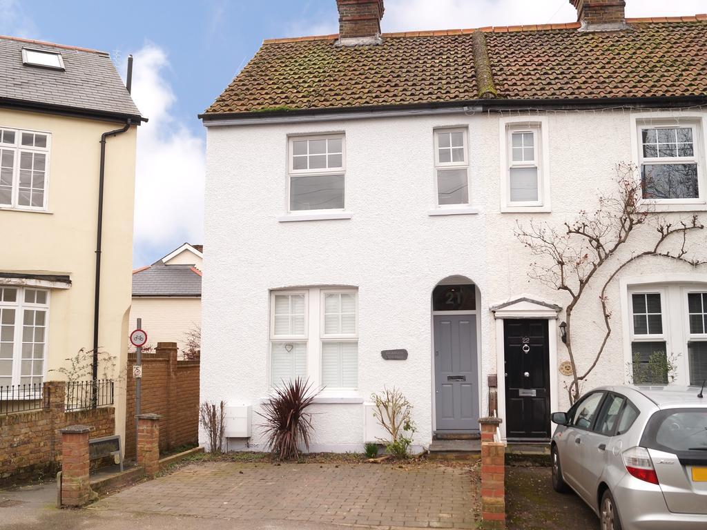 3 Bedrooms Semi Detached House for sale in Jessamy Road, Weybridge KT13