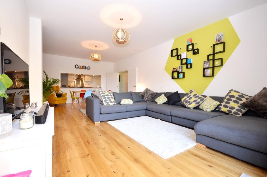 3 Bedrooms Maisonette Flat for sale in Meopham Road Mitcham CR4