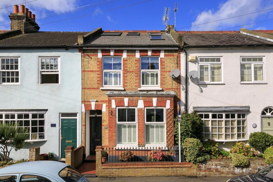3 Bedrooms Terraced House for sale in Steele Road, Old Isleworth, TW7