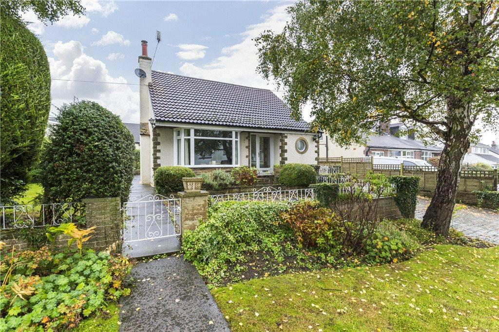 3 Bedrooms Detached House for sale in The Birches, Bramhope, Leeds