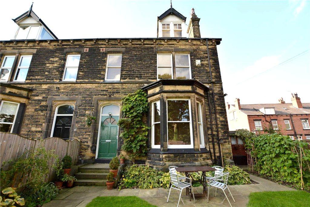 5 Bedrooms Semi Detached House for sale in Warrels Grove, Leeds, West Yorkshire