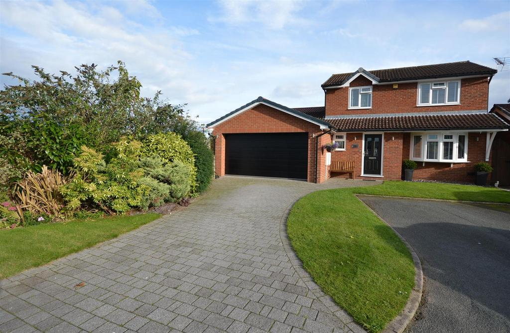 4 Bedrooms Detached House for sale in Lea Close, Sandbach