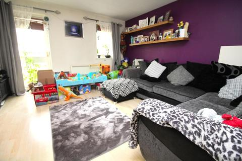 2 bedroom ground floor flat for sale - Rookes Crescent, Chelmsford, Essex, CM1