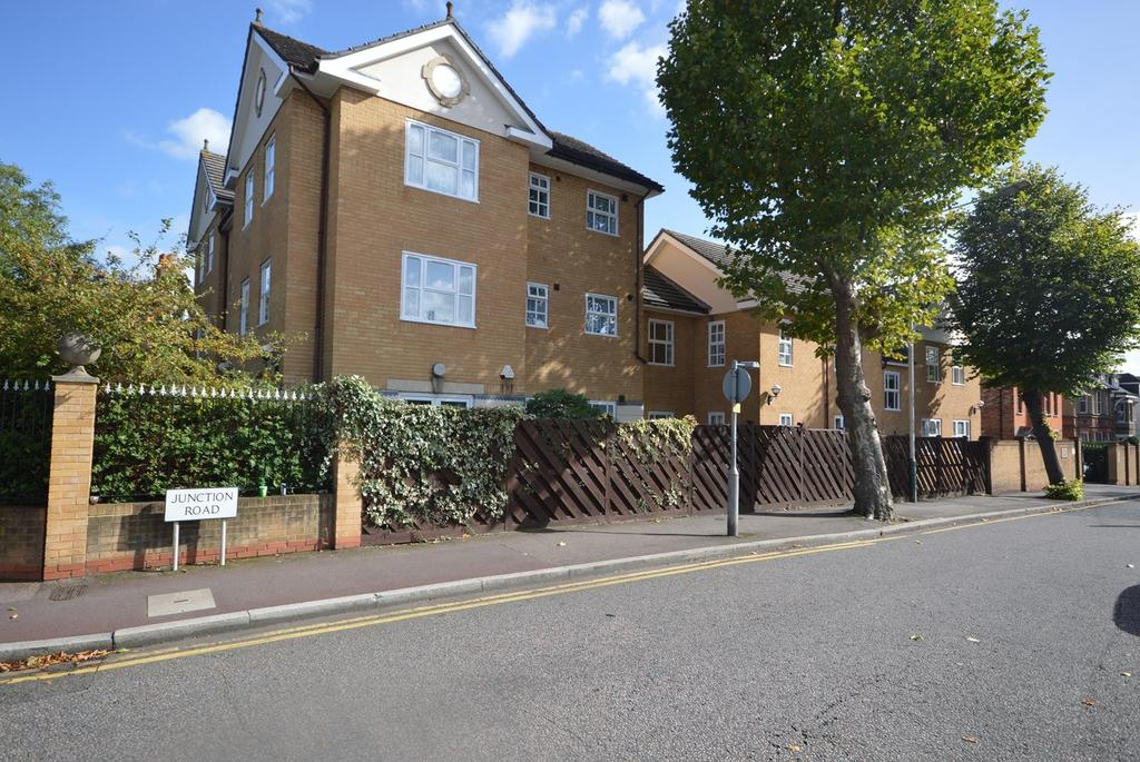 2 Bedrooms Apartment Flat for sale in Upward Court, Junction Road, Romford, RM1
