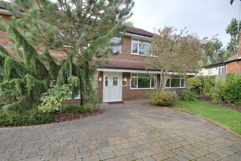 4 Bedrooms Detached House for sale in Woodcote Avenue, Wallington, SM6