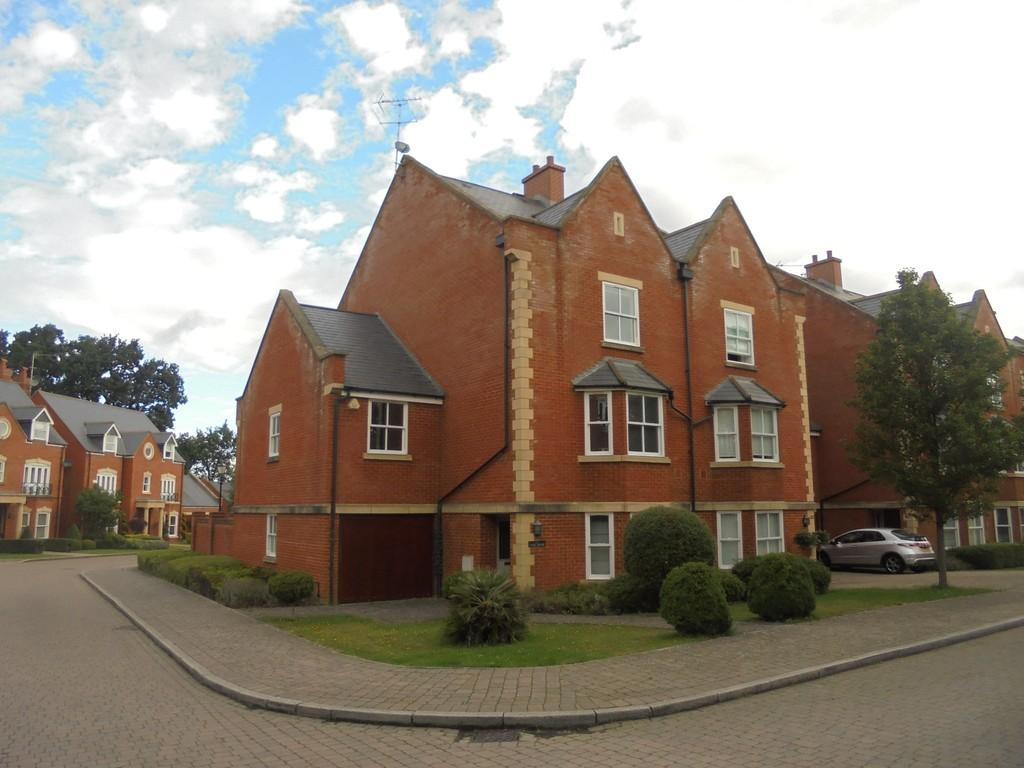 5 Bedrooms End Of Terrace House for sale in Longbourn, Windsor