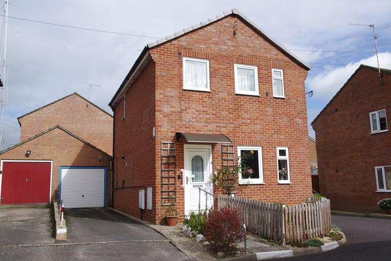3 Bedrooms Detached House for sale in Mead Fields, Bridport