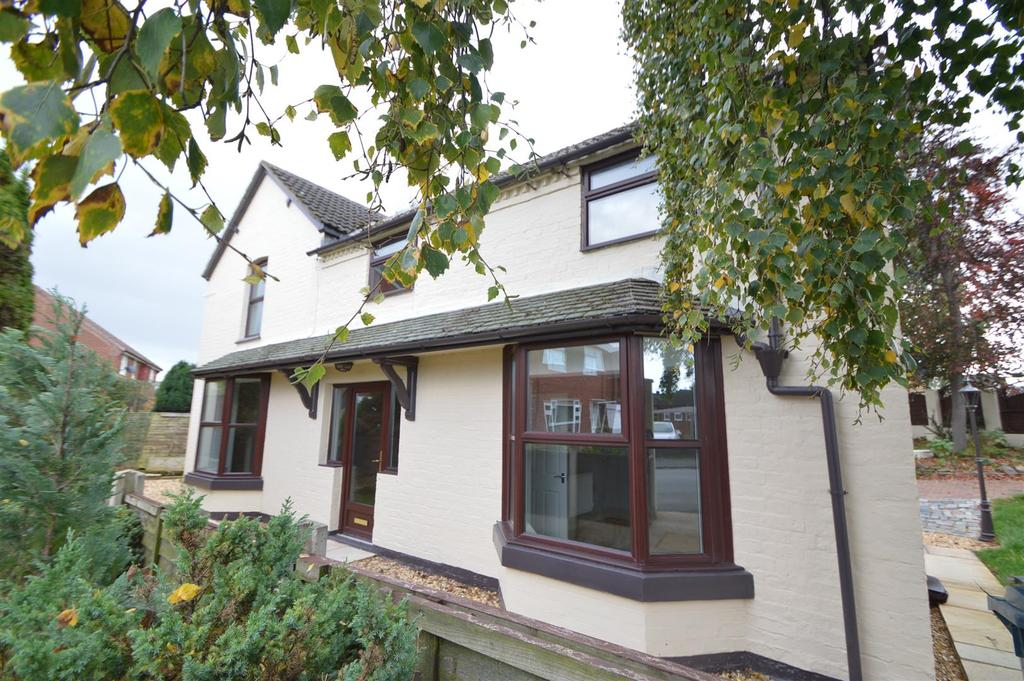 3 Bedrooms Detached House for sale in 7 Beeches Road, Bayston Hill, Shrewsbury, SY3 0PF