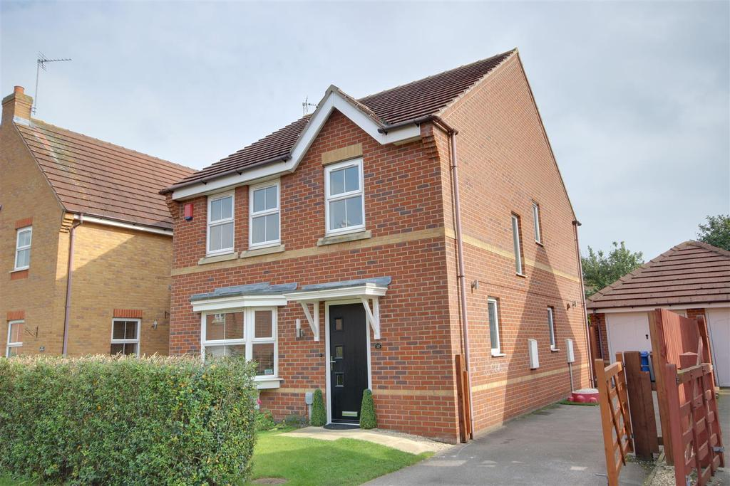 4 Bedrooms Detached House for sale in Hazel Court, Brough