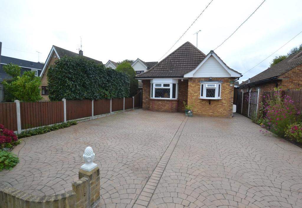 4 Bedrooms Chalet House for sale in Central Avenue, Billericay, Essex, CM12