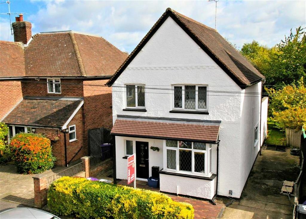 3 Bedrooms Detached House for sale in Pondcroft Road, Knebworth, SG3 6DE