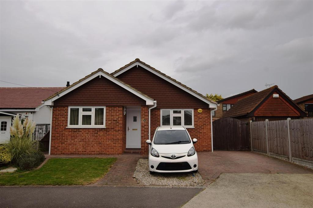 2 Bedrooms Detached Bungalow for sale in May Avenue, Canvey Island