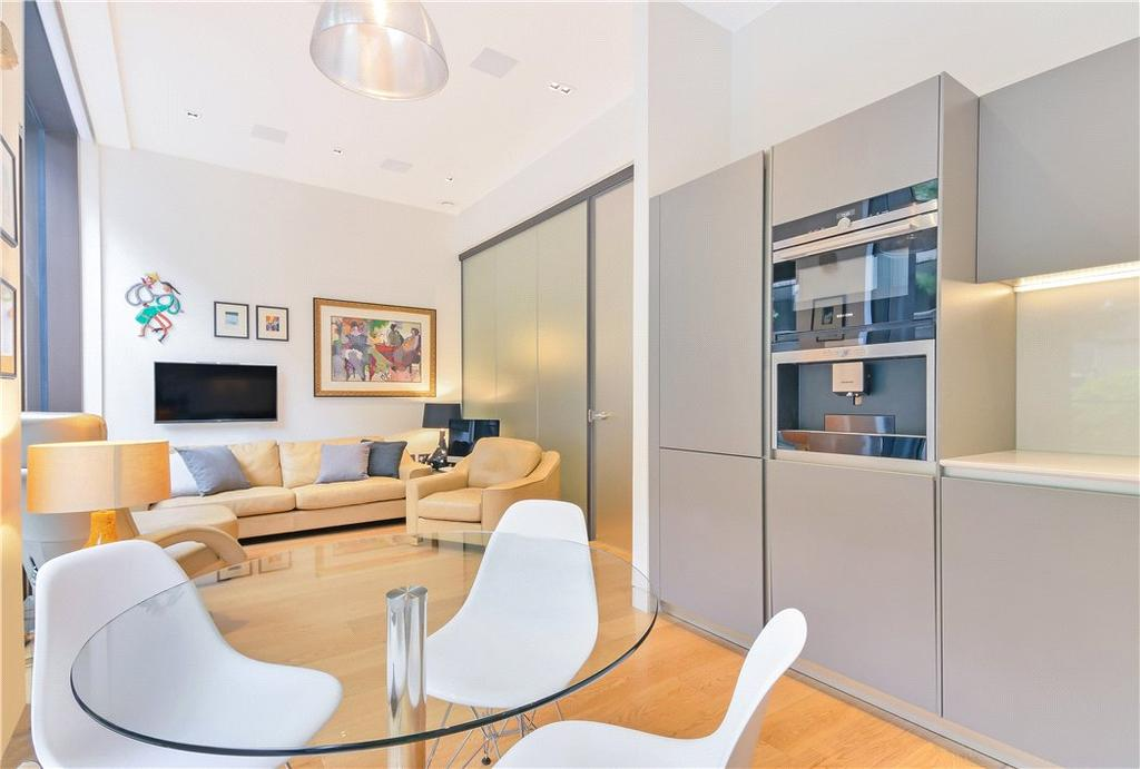 2 Bedrooms Flat for sale in Roman House, Wood Street, Barbican, London, EC2Y