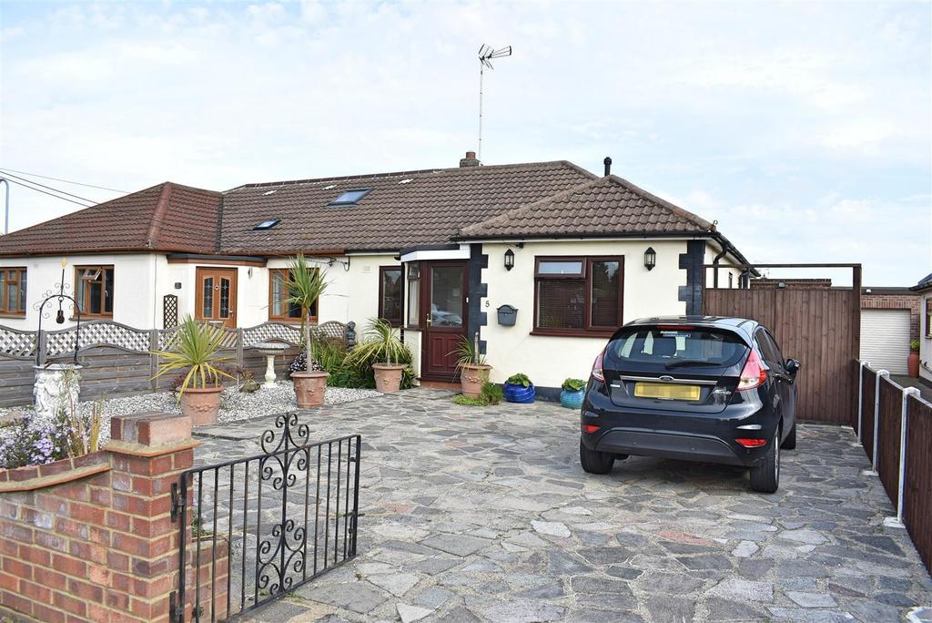 3 Bedrooms Semi Detached Bungalow for sale in Merton Road
