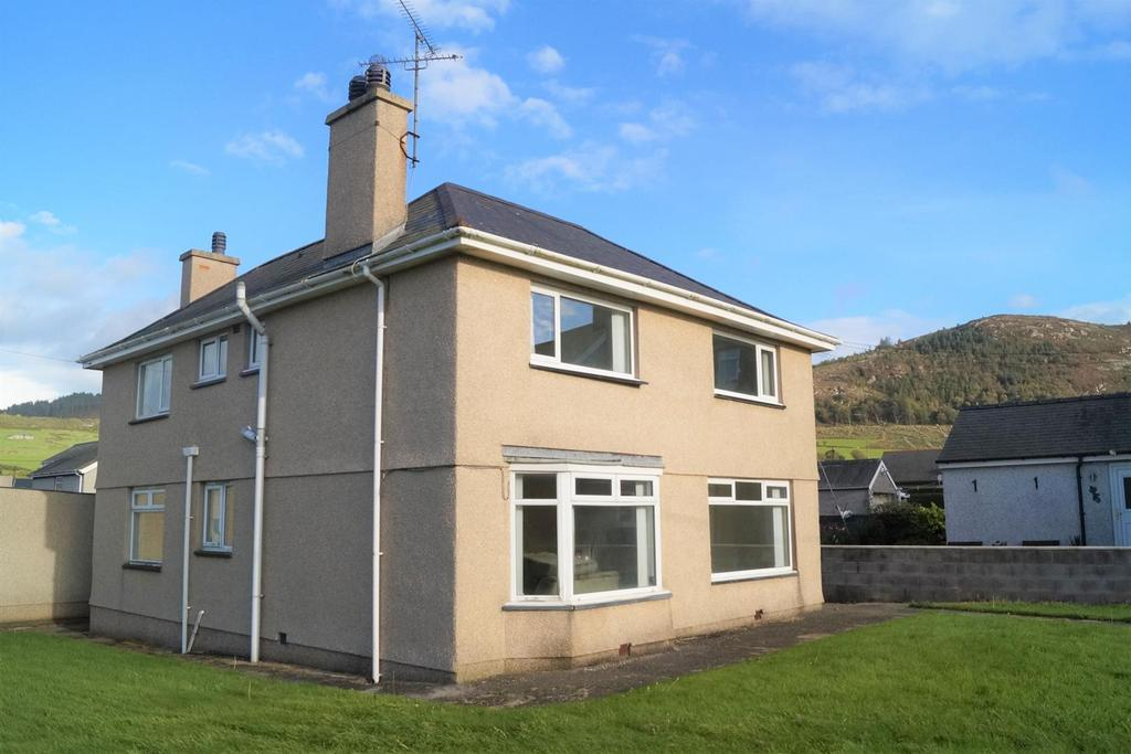 4 Bedrooms Detached House for sale in Ffordd Cae Rhyg, Nefyn, Pwllheli