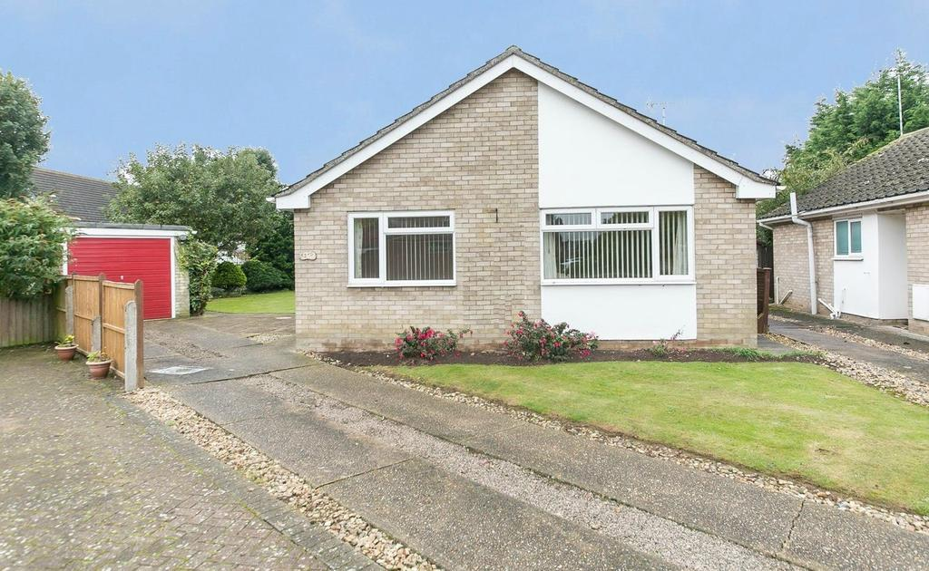 2 Bedrooms Detached Bungalow for sale in Worthington Way, Colchester, Essex, CO3