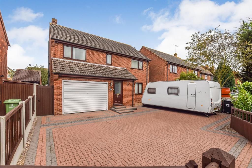 4 Bedrooms Detached House for sale in The Drive, Mayland.