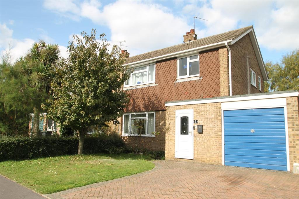 3 Bedrooms Semi Detached House for sale in Unwin Close, Aylesford