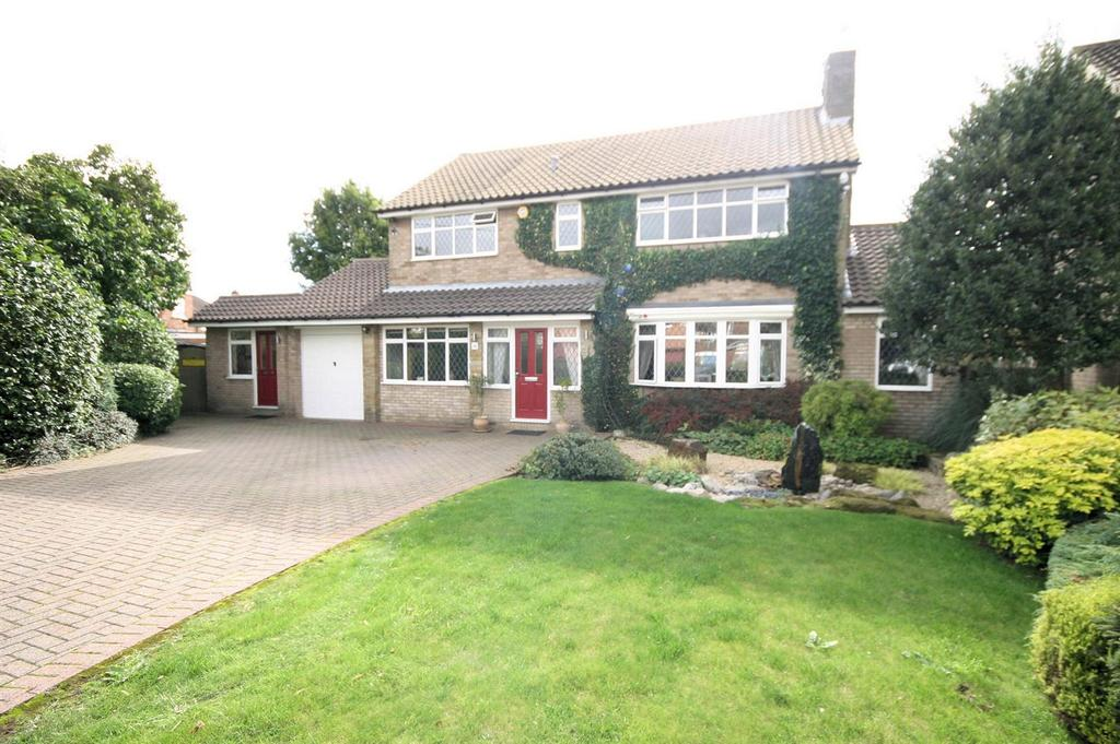4 Bedrooms Detached House for sale in Holmbrook Avenue, Icknield Catchment, Luton