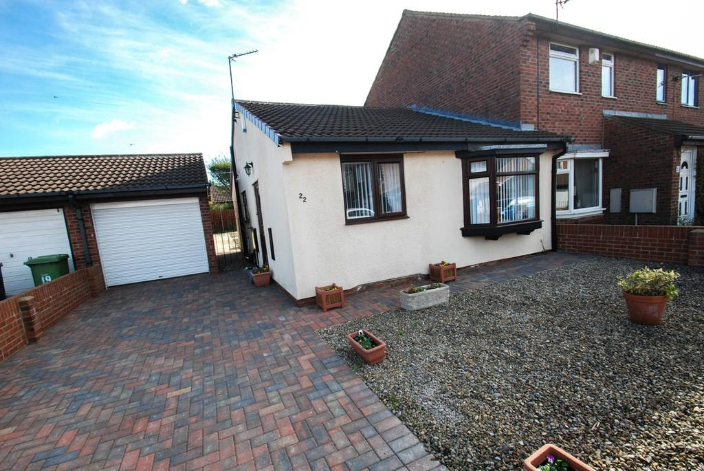 2 Bedrooms Bungalow for sale in Raleigh Close, South Shields