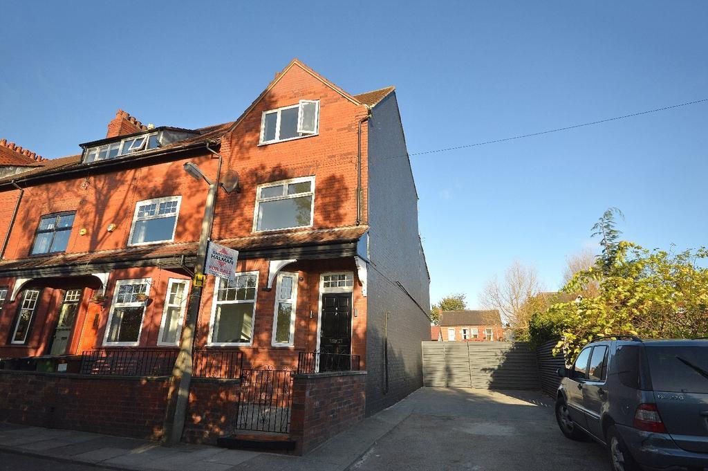 4 Bedrooms End Of Terrace House for sale in Howard Avenue, Heaton Chapel