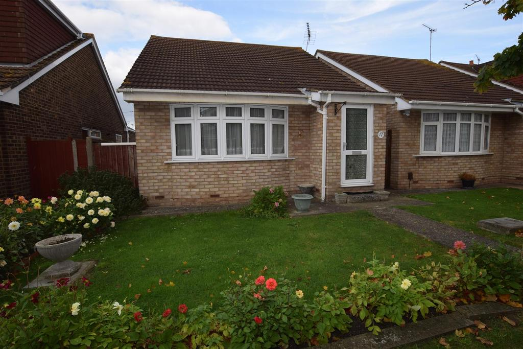 2 Bedrooms Detached Bungalow for sale in Champlain Avenue, Canvey Island