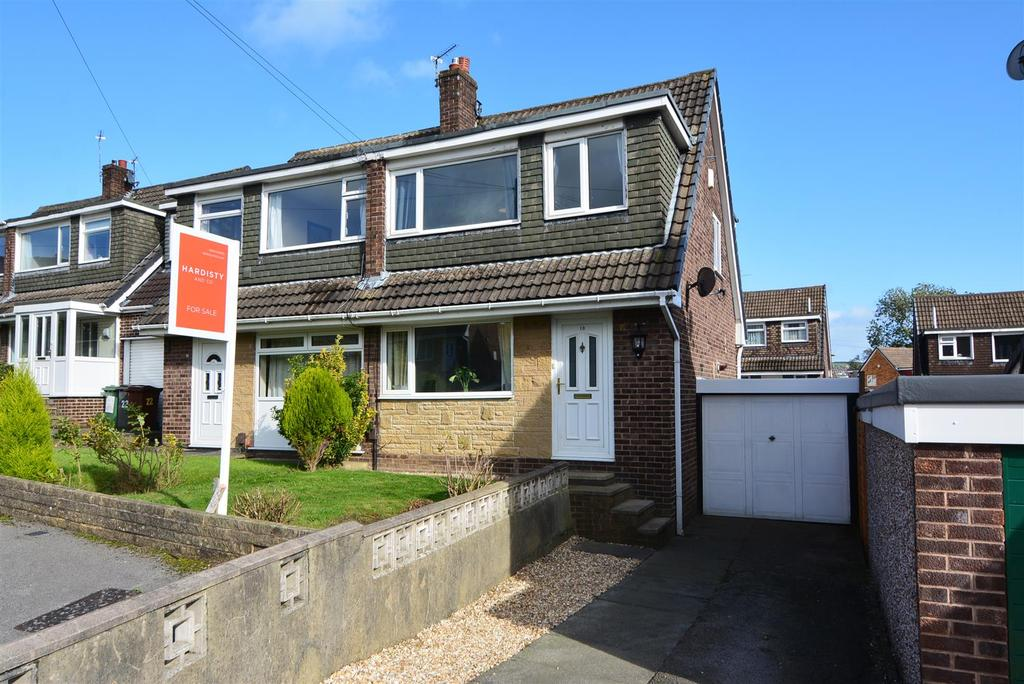 3 Bedrooms Semi Detached House for sale in Briarlea Close, Yeadon, Leeds