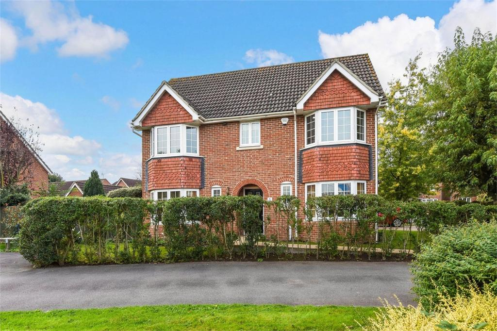 4 Bedrooms Detached House for sale in Shipley Close, Alton