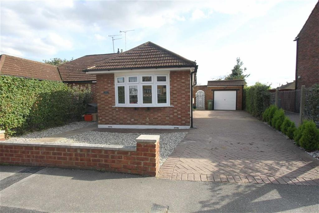 3 Bedrooms Semi Detached Bungalow for sale in Kingsway, Billericay