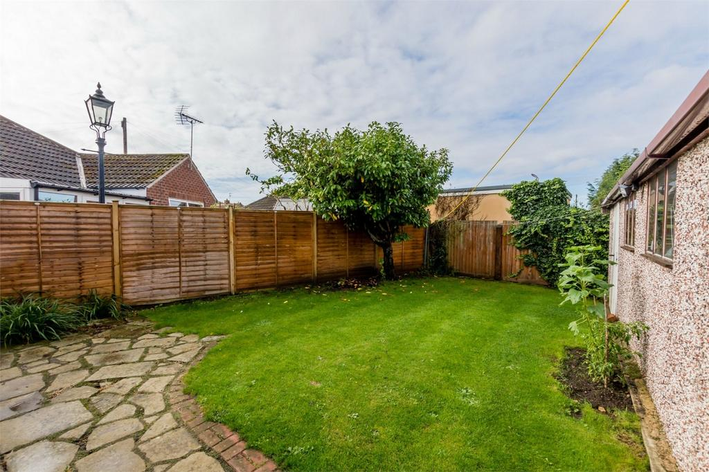 2 Bedrooms Detached Bungalow for sale in Whitby Drive, Stockton Lane, YORK