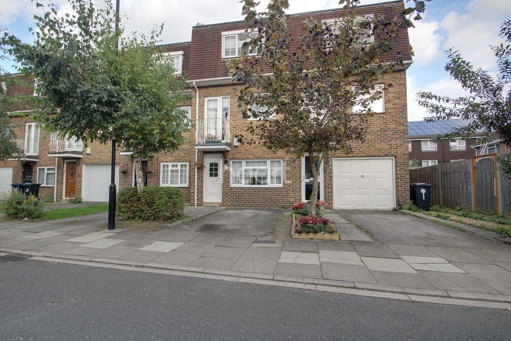 4 Bedrooms Terraced House for sale in Rowan Close, Ealing