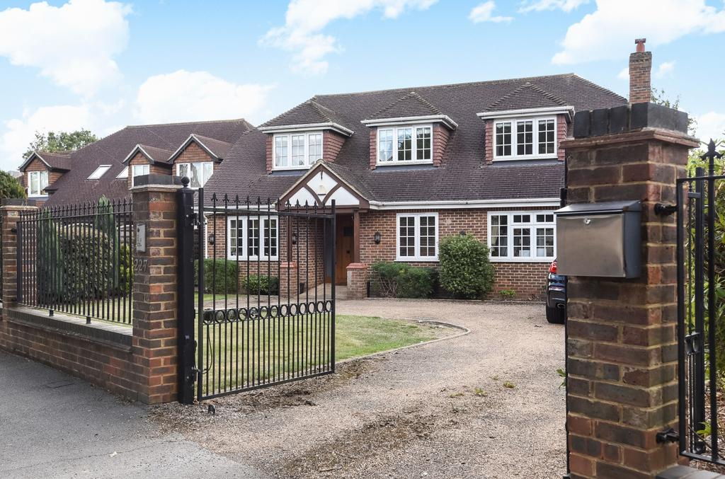 4 Bedrooms Detached House for sale in Leesons Hill Chislehurst BR7
