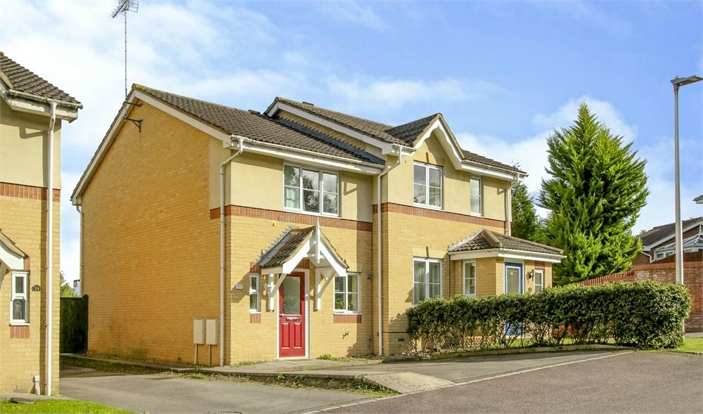 2 Bedrooms Semi Detached House for sale in Neuman Crescent, Bracknell, Berkshire