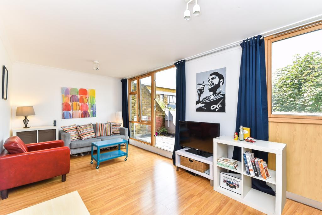 3 Bedrooms Flat for sale in Stockwell Park Road London SW9