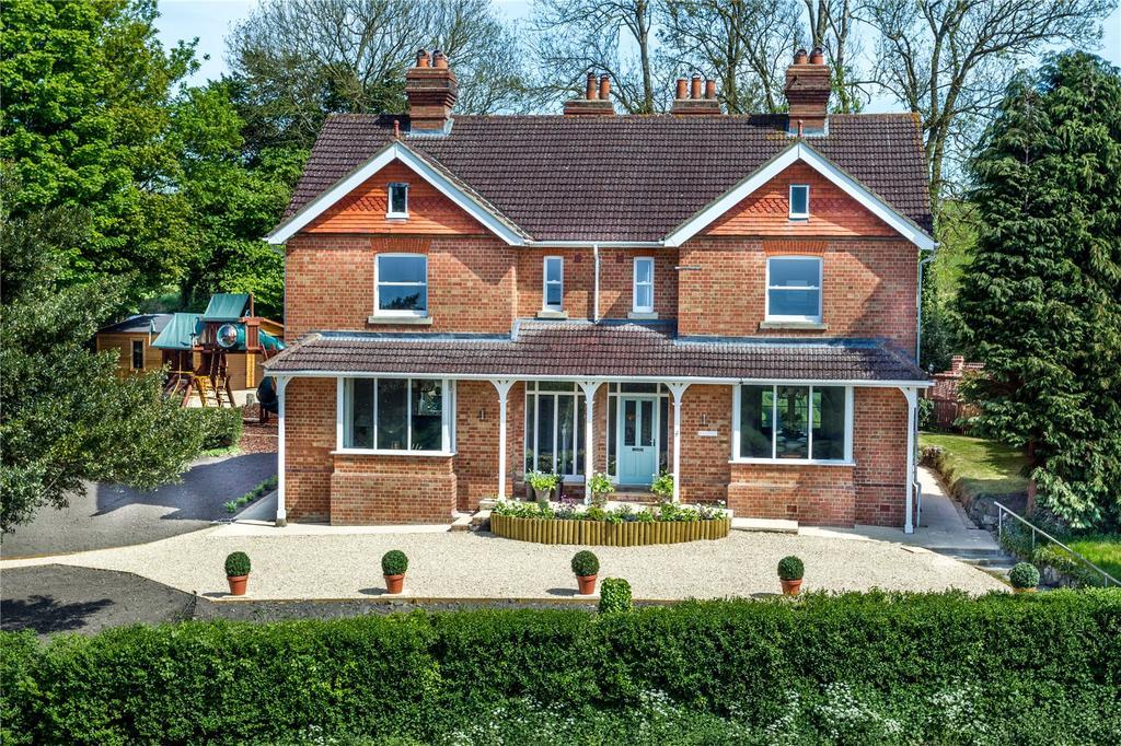 5 Bedrooms Detached House for sale in Devizes Road, Potterne, Devizes, Wiltshire