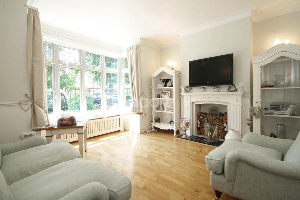 4 Bedrooms Semi Detached House for sale in Crossways, Gidea Park