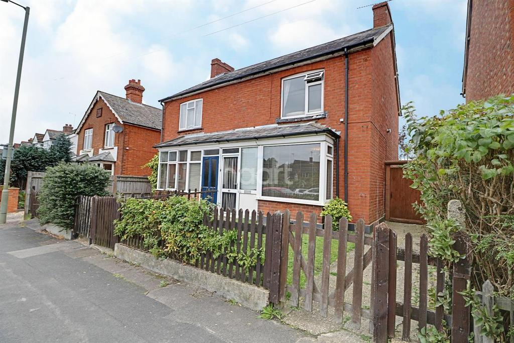 3 Bedrooms Semi Detached House for sale in Bridge Road, Farnborough