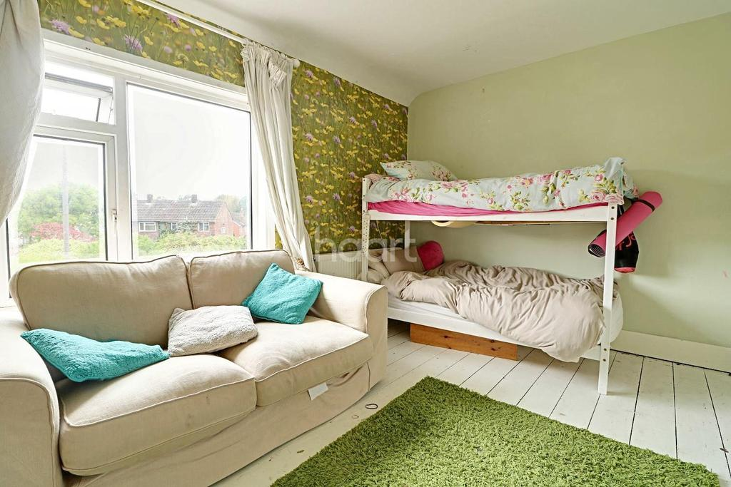 3 Bedrooms Semi Detached House for sale in Bridge Road, Farnborough